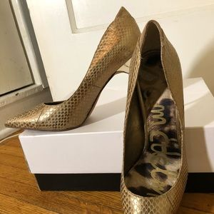 Gold snake print pointy toe pumps